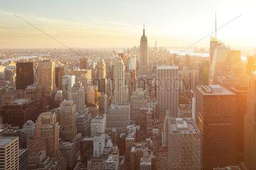 New York City  USA  Skyline von Manhattan in der Abendsonne