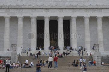 Lincoln Memorial  Washington D.C.United States of America  Vereinigte Staaten von Amerika  USA.  mit Touristen