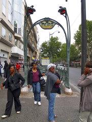 Einwanderer an der Pariser Metrostation Château d'Eau