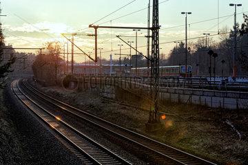 Berlin  Deutschland  S-Bahnbetriebswerk Berlin-Wannsee im Gegenlicht