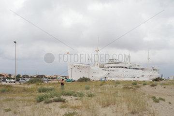 Le Barcares  Frankreich  das Schiff Lydia am Strand