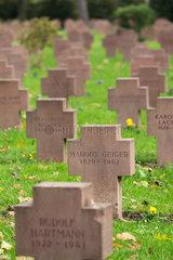 Karlsruhe  Deutschland  Graeber der Luftkriegsopfer im Zweiten Weltkrieg