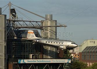 Berlin  Deutschland  die C-47 auf dem Dach des Deutschen Technikmuseums Berlin