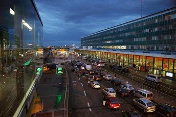 Paris  Frankreich  Terminal des Flughafens Orly-Sud bei Daemmerung