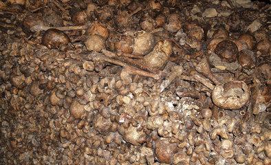 Beinhaus in den Katakomben von Paris