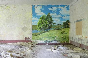Gross Doelln  Deutschland  Wandgemaelde mit einem Landschaftsmotiv in einer ehemaligen Kaserne