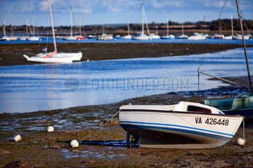 Vannes  Frankreich  Boote bei Ebbe am Strand