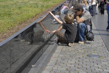 Vietnam Veterans Memorial  Washington D.C.  mit Touristen