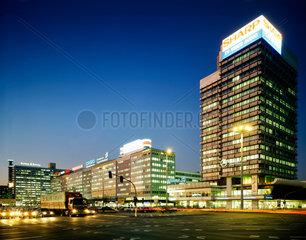 Berlin  Deutschland  Berliner Verlag  Haus der Elektroindustrie und Haus des Reisens am Alexanderplatz
