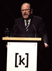 Prof. Dr. phil. Jan Philipp Reemtsma bei der Ausstellungseroeffnung der Wehrmachtsausstellung Kampnagel  Hamburg