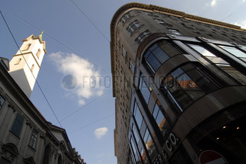 Stephansplatz mit Haas-Haus und Passanten