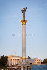 Kiew  Ukraine  das Unabhaengigkeitsdenkmal auf dem Majdan Nesaleschnosti