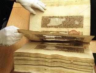 Tintenfrass in mittelalterlichen Handschrifte