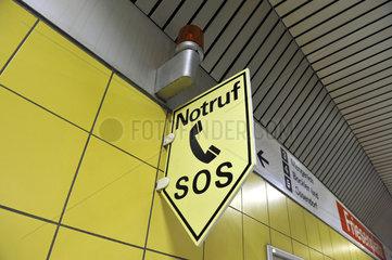 Notruf-Hinweis-Schild SOS Telefon
