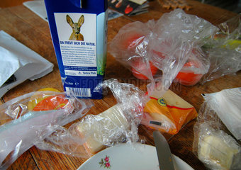 Da freut sich die Natur: Verpackungswahnsinn am Fruehstueckstisch