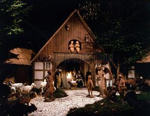 Weihnachtskrippe mit Holzfiguren in der Kirche von Wadersloh