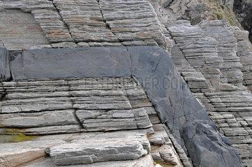 Basaltgang durchschlaegt dolomitisches Nebengestein