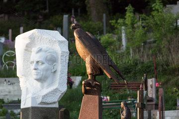 Lemberg  Ukraine  Graeber auf dem Lytschakiwski-Friedhof