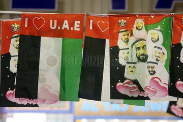 Dubai  Vereinigte Arabische Emirate  Nationalfahnen mit dem Konterfei der Herrscherfamilie al Maktoum