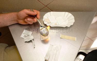 Vorbereitung fuer Heroinspritze