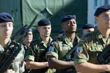 Muellheim  Deutschland  Soldaten auf dem Kasernengelaende der Robert-Schuhmann-Kaserne