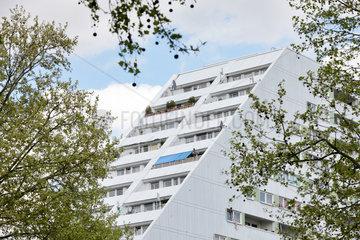 Berlin  Deutschland  gestaffelte Balkone eines Mehrfamilienhauses in der Kleiststrasse