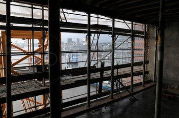 Elbphilharmonie Hamburg Innenraum  Balkon mit Blick auf den Hafen