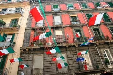 Italienische Flaggen in Neapel