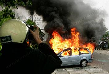 Demonstration gegen G8-Gipfel: Brennendes Auto