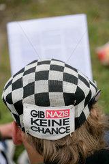 Protest gegen G8-Gipfel Heiligendamm: Lesender Nazi-Gegner