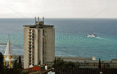NATO Schiff an kroatischer Kueste