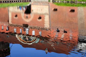 Berlin  Deutschland  die Zitadelle Spandau spiegelt sich im Burggraben