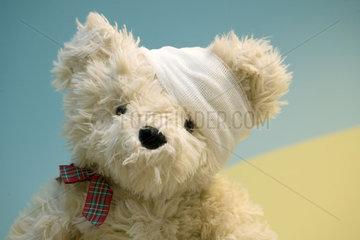 Teddybaer im Kinderkrankenhaus