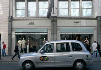 London  Grossbritannien  eine Nobelboutique der Marke Armani Collezione