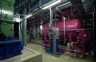 Unterhaching  Deutschland  Kalina-Anlage im Gebaeude des Geothermiekraftwerk Unterhaching