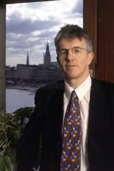 Dr. Thomas Straubhaar