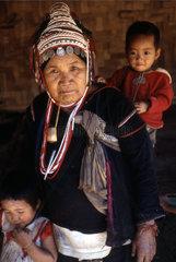 Mutter aus einem Bergdorf im Norden Thailands