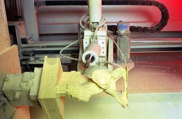 Fraese bei der Herstellung von Kopien erkrankter Knochen