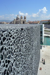 Marseille  Frankreich  das netzartige Fassadengeflecht des Mucem in Marseille
