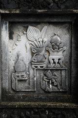 Hue  Vietnam  Verzierungen an Mauern auf dem Gelaende des Kaisergrabs von Minh Mang