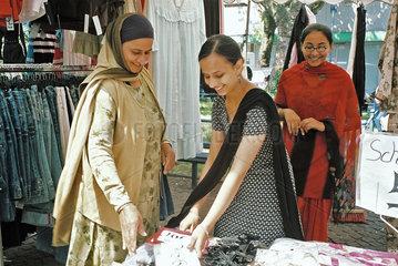 Auslaenderinnen auf dem Markt
