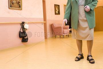 Demente Bewohnerin im Altenheim