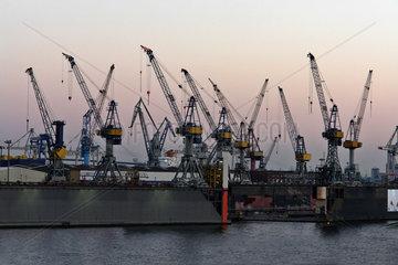 Werftkraene im Hamburger Hafen