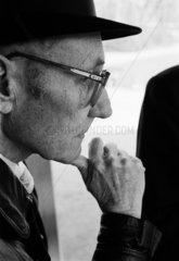 William S. Burroughs bei einem Besuch in Hagenbecks Tierpark