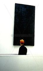 Besucher im Museum fuer moderne Kunst Frankfurt MMK