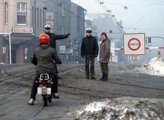 Smogalarm am 18.1.1985 in Essen - Strassensperre