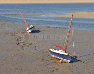 Segelschiffe bei Ebbe  Camel River  Cornwall  England