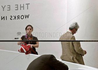 Besucher Guggenheim Museum New York City im Spiegel