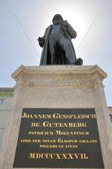 Gutenberg-Denkmal von Bertel Thorvaldsen  Gutenberg-Platz  Mainz  Rheinland-Pfalz  Deutschland  Europa