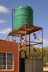 Wassertank auf dem Dach der Succulent Karoo Forschungsstation  Goegap Naturreservat  Namakwaland  Suedafrika